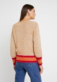 GAP - NOVEL CREW - Sweter - camel heather - 2