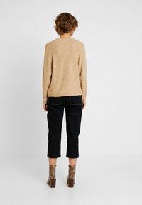 GAP - DRAMA  - Sweter - camel heather - 2