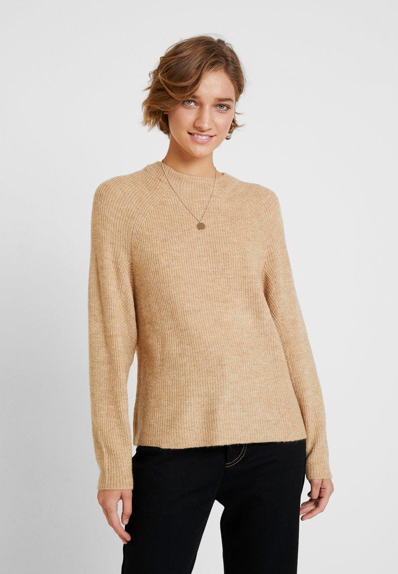 GAP - DRAMA  - Stickad tröja - camel heather