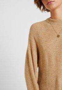 GAP - DRAMA  - Sweter - camel heather - 5
