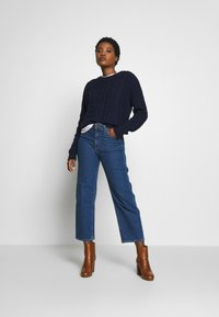 GAP - SLOUCHY CABLE CREW - Sweter - navy uniform - 1