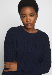 GAP - SLOUCHY CABLE CREW - Sweter - navy uniform - 3