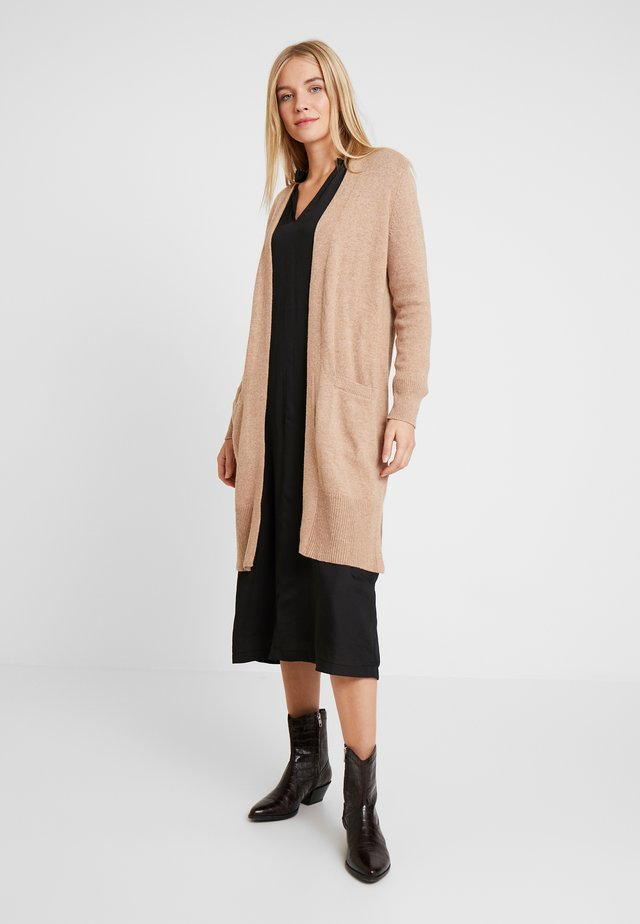 OPEN FRONT DUSTER - Neuletakki - camel heather