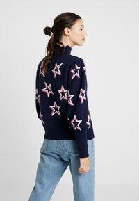 GAP - PUFF STAR NECK - Sweter - navy/multi - 2
