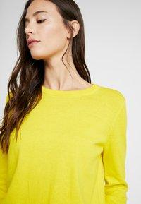GAP - CREW - Sweter - bold yellow - 4