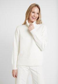 GAP - V-CROP OVERSIZE - Pullover - snowflake milk - 0