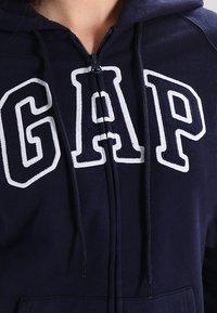 GAP - Sudadera con cremallera - navy uniform - 4