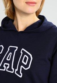GAP - Bluza z kapturem - navy uniform - 3