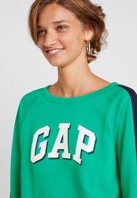 GAP - SHADOW - Sweatshirt - deluxe green - 4