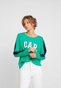 GAP - SHADOW - Sweatshirt - deluxe green - 0