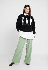 GAP - SHERPA - Sweatshirt - true black - 1