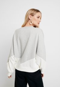 GAP - LOGO CROP - Bluza - grey heather - 2
