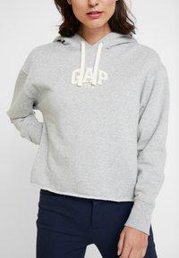 GAP - GAP MINI LOGO - Bluza z kapturem - light heather grey - 4