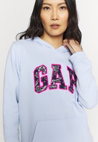 GAP - NOVELTY - Bluza z kapturem - pure blue - 5