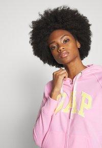 GAP - Mikina na zip - parisian pink - 3