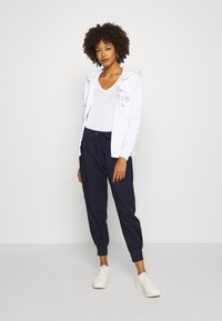 GAP - NOVELTY - veste en sweat zippée - white - 1