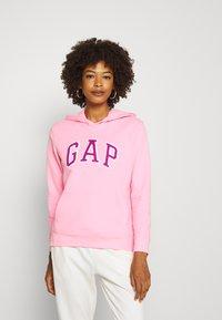 GAP - FASH - Bluza z kapturem - neon impulsive pink - 0
