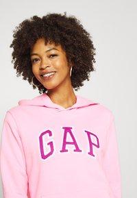 GAP - FASH - Bluza z kapturem - neon impulsive pink - 4