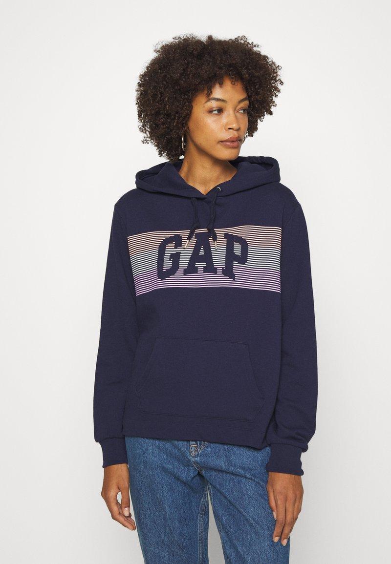 GAP - STRIPE - Bluza z kapturem - navy uniform
