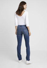 GAP - MED LEILA - Jeans straight leg - medium indigo - 2