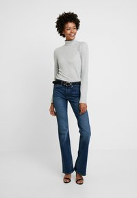 GAP - RICH - Jeans bootcut - dark indigo - 1