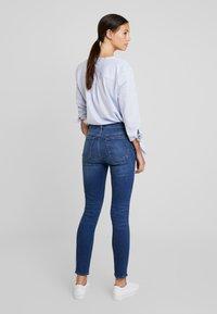 GAP - SKINNY CHARLOTTE - Jeans Skinny - medium indigo - 2