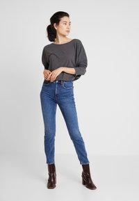 GAP - CIGARETTE TAKE ON ME - Jeansy Straight Leg - dark indigo - 1