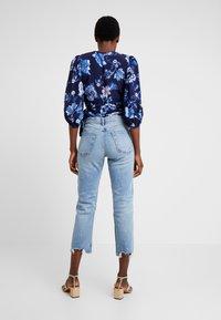 GAP - CHEEKY BLEECKER SHADOW - Jeans Straight Leg - light-blue denim - 2