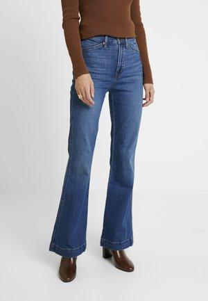 WORKWEAR BACKROAD - Flared jeans - medium indigo