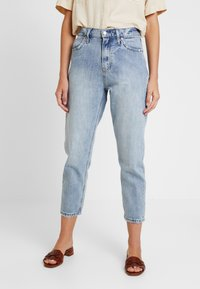 GAP - MOM JEAN WORN - Relaxed fit jeans - light indigo - 0