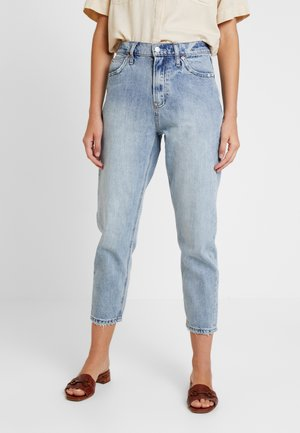 MOM JEAN WORN - Relaxed fit jeans - light indigo