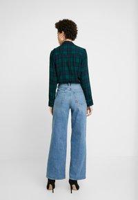 GAP - WIDE LEG SHORE - Široké džíny - medium indigo - 2