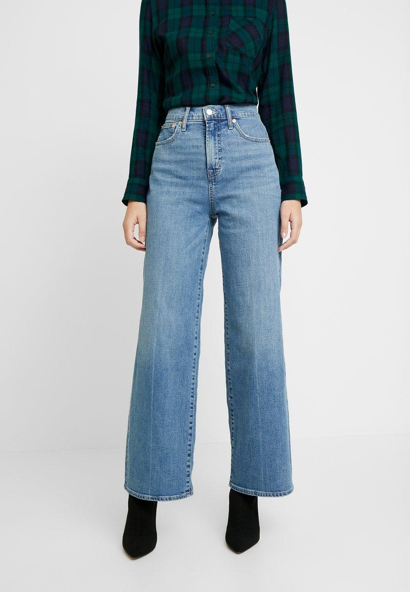 GAP - WIDE LEG SHORE - Široké džíny - medium indigo