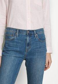 GAP - DUERO - Bootcut jeans - medium wash - 5