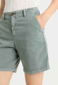 GAP - CLEAN  - Shorts - winter forest - 4