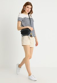 GAP - CITY - Shorts - anchorage cream - 1