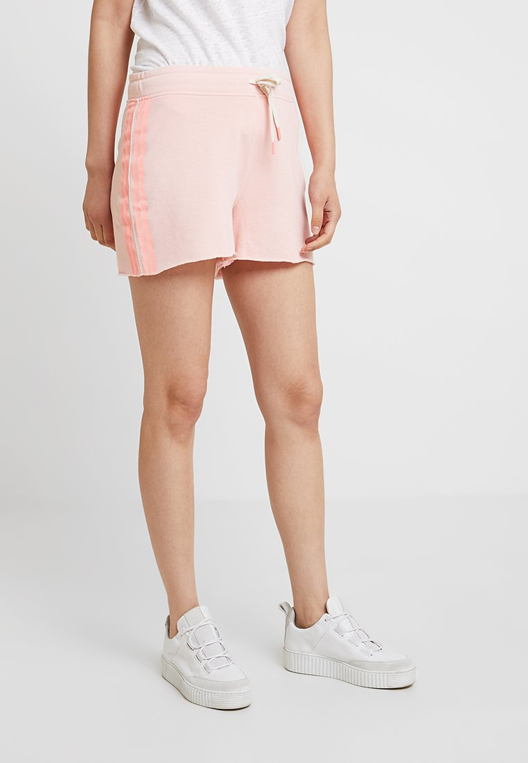 GAP - Shorts - candlestick coral