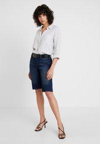 GAP - BERMUDA LINDSAY - Shorts - dark indigo - 1