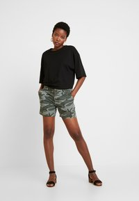 GAP - Shorts - green - 1