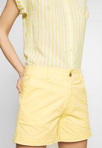 GAP - Shorts - faded yellow - 4