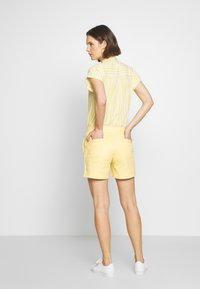GAP - Shorts - faded yellow - 2