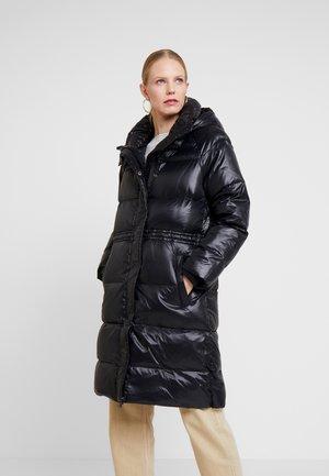 LONG PUFFER COAT - Dunkåpe / -frakk - true black