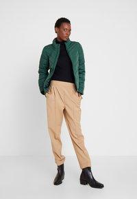 GAP - WARMEST PUFFER JACKET - Light jacket - moores green - 1