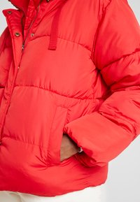 GAP - V-MIDWEIGHT NOVELTY PUFFER - Winter jacket - pure red - 5