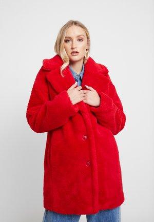 SHERPA OVER COAT - Zimní kabát - pure red