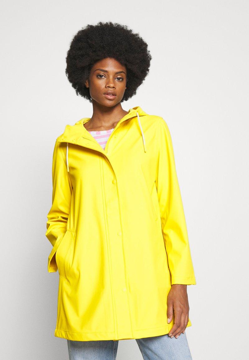 GAP - RECYCLED RAINCOAT - Regenjas - bold yellow