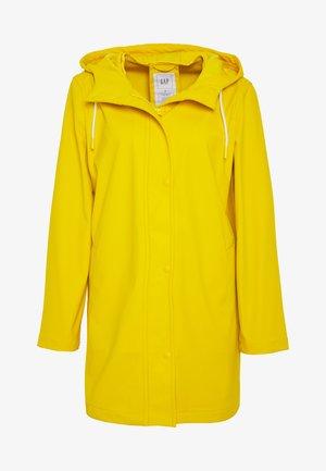 RECYCLED RAINCOAT - Waterproof jacket - bold yellow