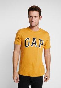 GAP - ARCH TEE - Print T-shirt - desert sunset - 0