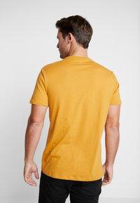 GAP - ARCH TEE - Print T-shirt - desert sunset - 2