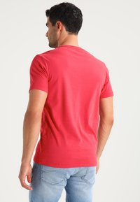 GAP - ARCH TEE - T-shirt print - weathered red - 2